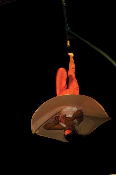 En el circo antiguo, la música al vivo complementaba el espectáculo. En la actualidad, para minimizar costos, se utilizan discos y sólo los grandes circos tienen la ventaja de tener una banda en vivo. La 'Morgan Dixieland Band' estuvo al servicio de los artistas, dándole un toque diferente y muy agradable al show.